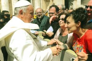 Pape avec les personnes de l'association - © Osservatore Romano