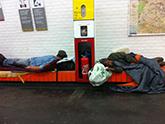 SDF dans le métro à Paris